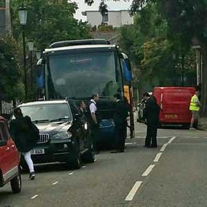 ロンドンで中国人観光客が大ヒンシュク! タワマン火災現場に観光バスで乗り付け、記念撮影の画像1