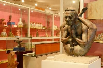 日本初公開? 韓国の宮崎駿が笑顔で出迎える「江華セックスミュージアム」の画像1