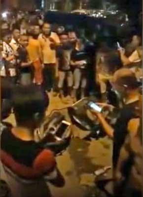 日本の軍服を着た中国人ユーチューバー 怒れる群衆に袋叩きされた上、逮捕の画像2