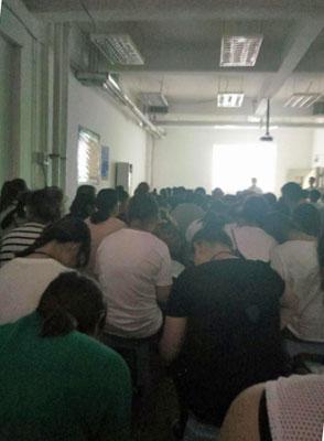 学生インターンを無休で奴隷扱い シャープ買収のホンハイは超ブラック企業だった!?の画像1