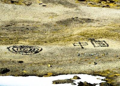 中国人観光客がアイスランドの領有権を主張!? 地元民の聖地に巨大な置き石の画像1