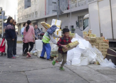 腐っても日本製!? 香港で大量廃棄された期限切れ「ジャガビー」に市民が殺到の画像3