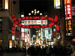 PR効果絶大で連日大盛況! 渦中の前川前事務次官報道で、一躍有名になった「歌舞伎町・出会い系バー」の実態の画像1