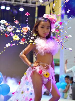 最年少は4歳! 際どいハイレグも着こなす「女児下着ショー」に非難殺到の画像2