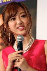 自らリーク!? 菊地亜美の熱愛報道に「すべてが完璧すぎる!」の声の画像1