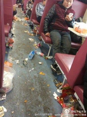 マナー向上は幻想!? 列車内でもポイ捨てしまくる中国人に「ウ○コがないだけマシ」の声も……の画像1