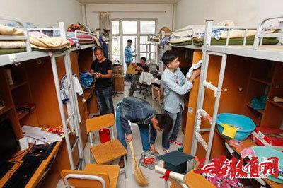 「男子にご奉仕しろ!」国立大学が女子学生に男子寮でのメイドサービスを強制の画像1