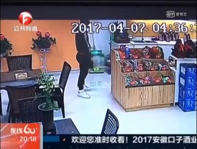 ネットカフェでAV見てたら発情! 辛抱タマらず、女性店員に顔射未遂の画像2