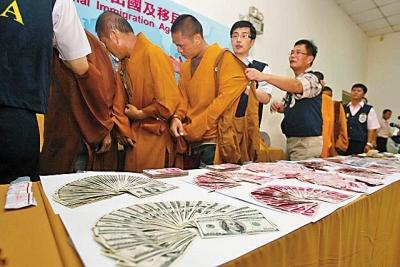 世界各地に出没する中国人「ニセ僧侶」 だましのノウハウが売買されていた!? の画像1