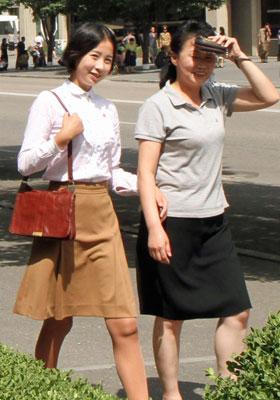 猛暑続く北朝鮮で、人民のファッションに異変 ミニスカ&ノースリーブがついに解禁!の画像1