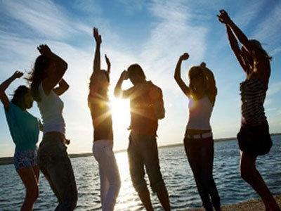 全裸愛好家が集うヌードペンション営業再開で、平和な農村に激震「脱ぐなら家で脱げ!」の画像1
