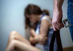 嫉妬に狂った女が15歳少女を監禁&暴行! 剃髪し、全裸画像撮影で逃亡阻止までの画像1