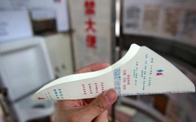備え付けの厚紙を尿道に当て……水不足の中国で「女性用立ちション便器」が普及の兆しの画像2